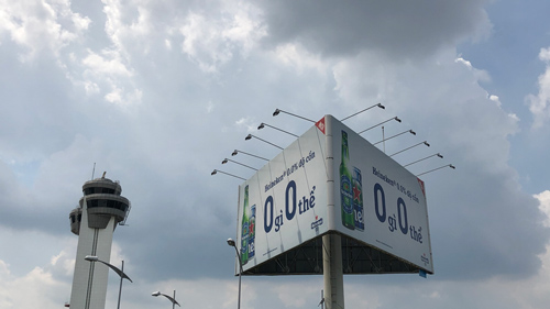 Billboard quảng cáo ngoài trời tại Sân bay Tân Sơn Nhất